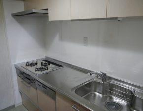 全体的に広々と見える空間とスッキリ収納! キッチンリフォーム クリナップ ラクエラ 設置写真