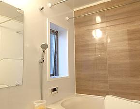 こんなに広かった?バスルームがリフォーム前より広く感じます LIXIL リノビオV
