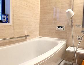 パネルも交換で柔らかな温かみある空間に TOTO サザナ 設置写真
