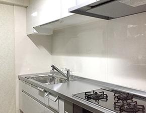 使い勝手が良いので不思議と料理のクオリティも上がるかも キッチンリフォーム パナソニック ラクシーナ 設置写真