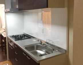 コンパクトながら機能性あふれるキッチン・洗面台にリフォーム LIXIL シエラ 設置写真