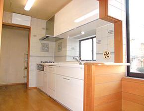 扉カラーのグレードアップでよりステキなキッチンに♪ LIXIL シエラ 設置写真